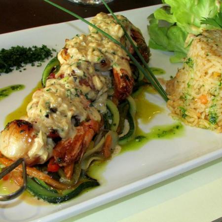 Seafood platter Brochettes de gambas et saint Jacques