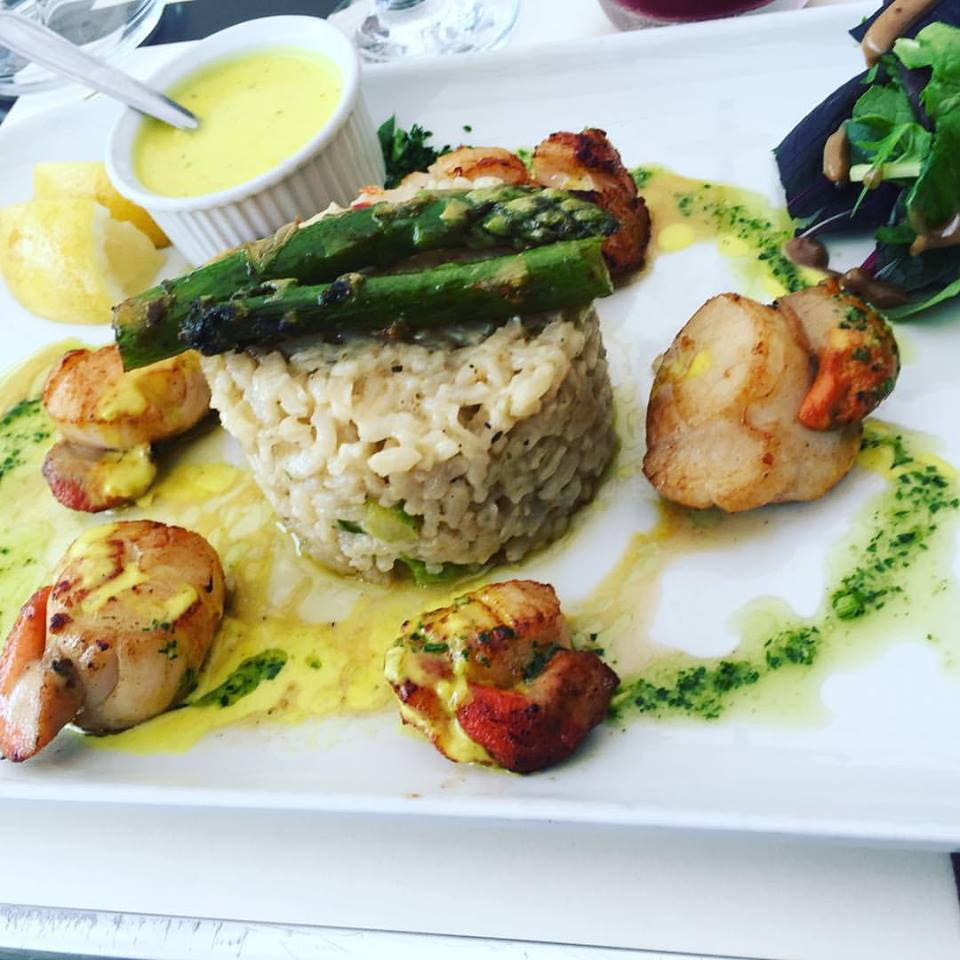 Fried scallops and asparagus risotto